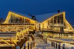 Декоративное освещение фасада здания парк-отель Доброград